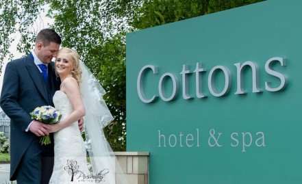 Cottons Hotel Wedding Photographer: Anna and Simon