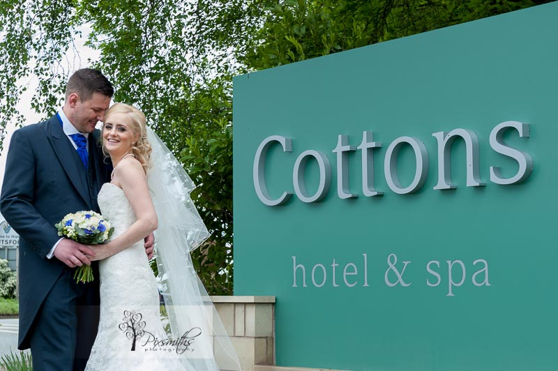 Cottons Hotel Wedding Photography: Anna and Simon