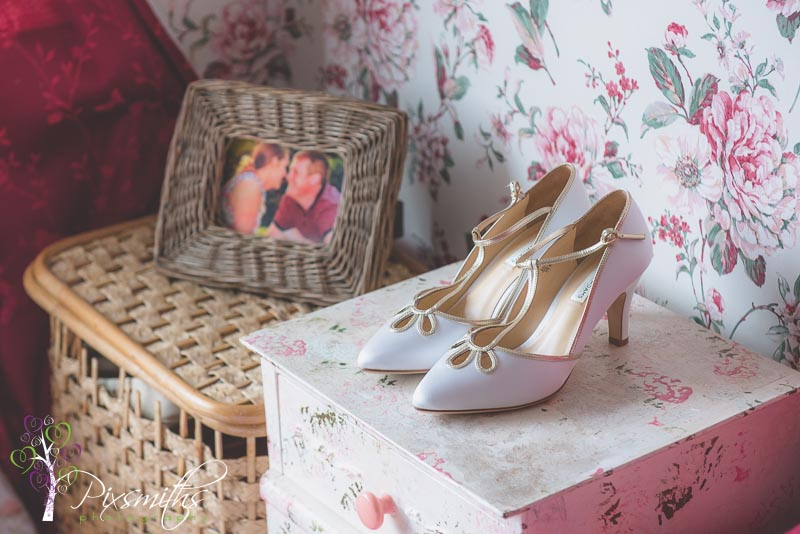 bridal preps cheshire wedding photographer