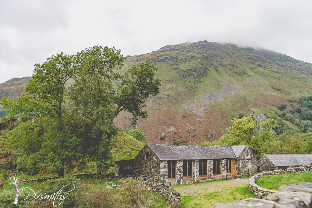 DIY llyn Gwynant Barn wedding venue