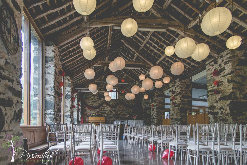 interior llyn Gwynat DIY barn wedding