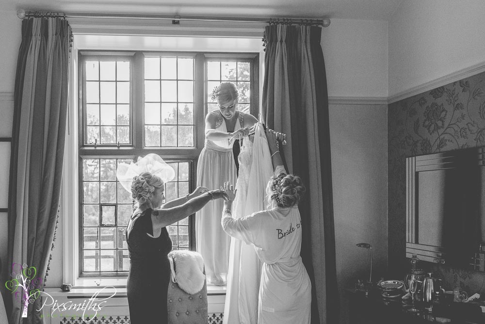 Bridal preps Autumn wedding Inglewood MAnor