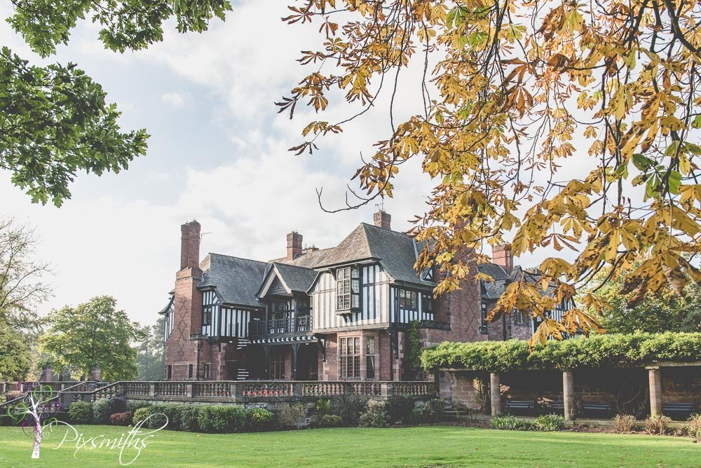 glorious color for an autumnal Inglewood Manor wedding photography day