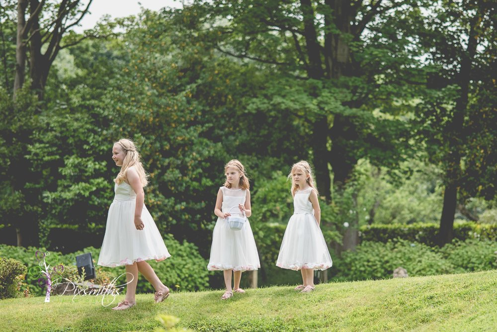 Flower girls at Mere Brook House Wedding
