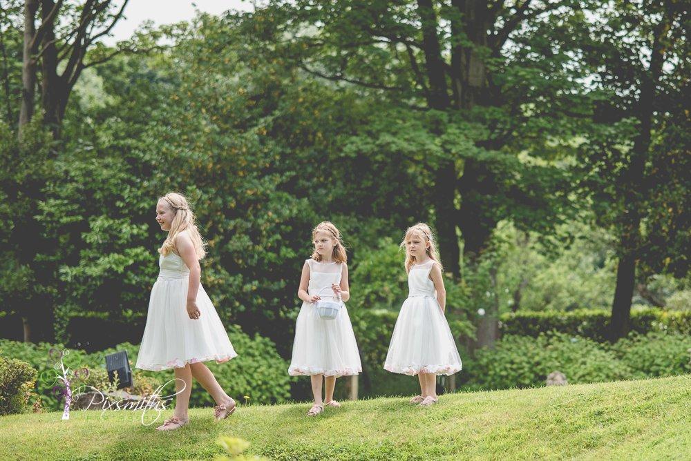Flower girls at Mere Brook House Wedding
