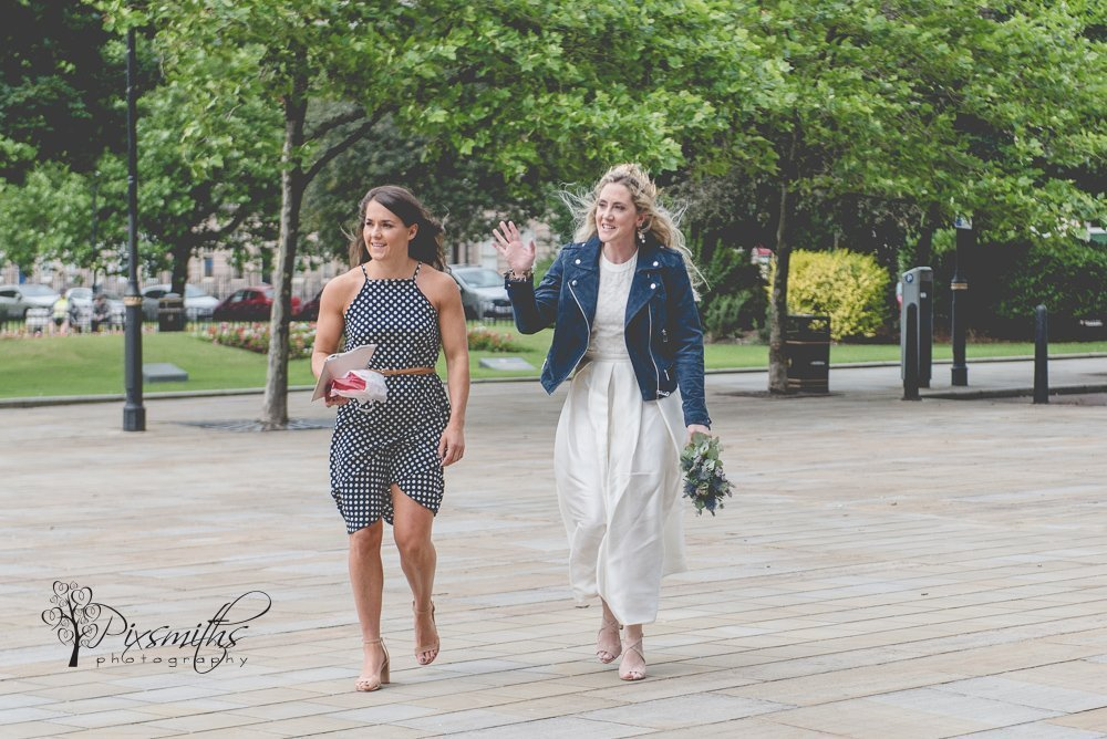 laidback Wirral wedding. Bride arriving Birkenhead Town Hall