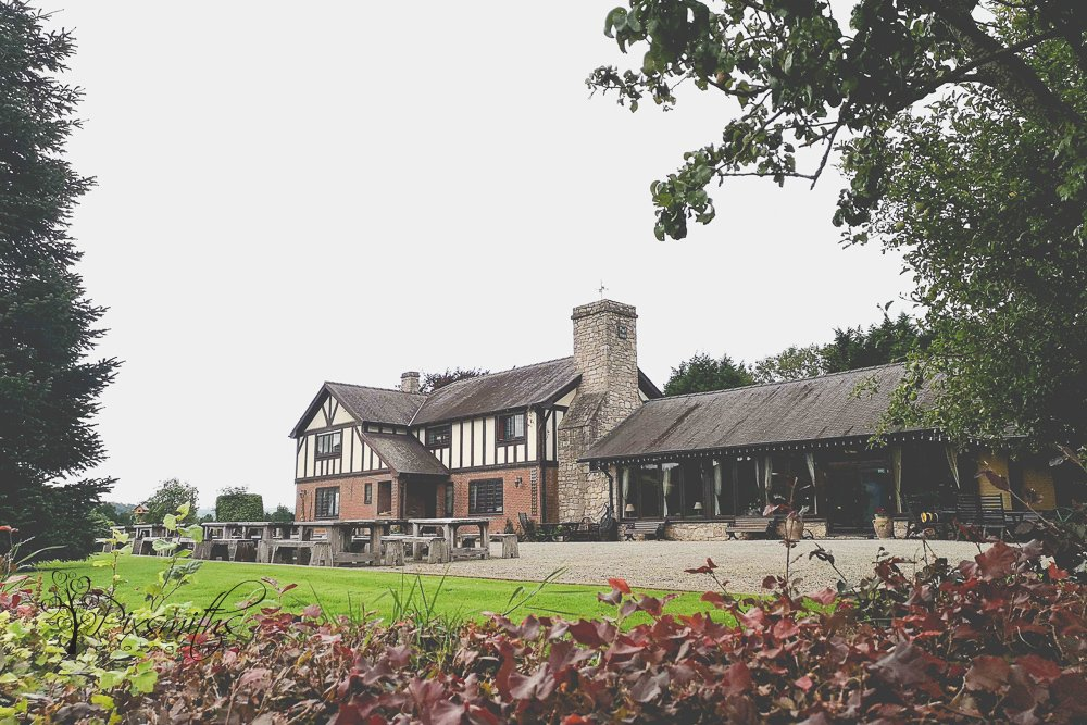 Quirky North Wales Wedding Venue: Vale Country Club
